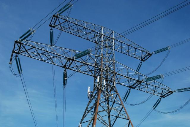 Grupo Luksic muestra interés en linea de transmisión Suez