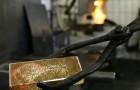 Oro baja de precio a niveles históricos y seguirá en caída según expertos