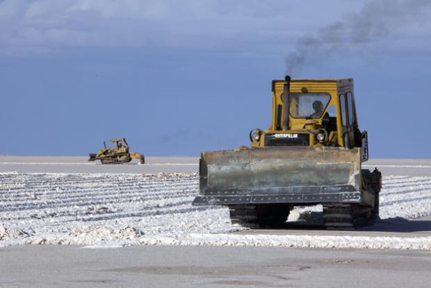 Bolivia realiza acuerdo con país europeo para realizar baterías de litio