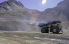 Mujeres se preparan para manejar camiones mineros