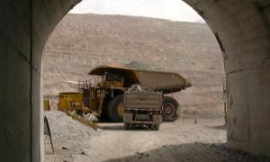 Candidatos presidenciales definen políticas para la minería