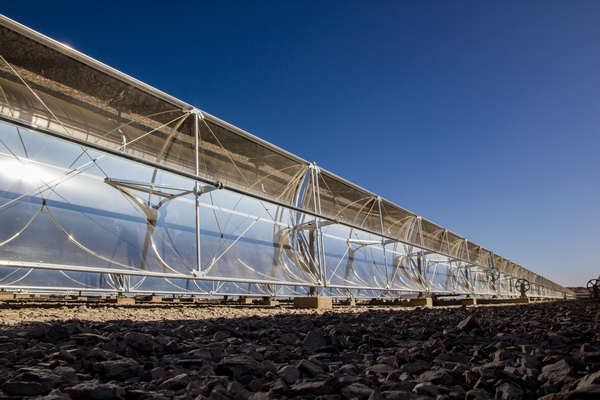 La incorporación de importantes soluciones tecnológicas también forma parte de Centinela. Una de ellas es la planta termosolar, una de las más grandes de su tipo en el mundo, usada para el calentamiento de soluciones empleadas en el proceso de electro-obtención. (Foto: Antofagasta Minerals).