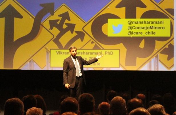El invitado internacional del seminario fue Vikram Mansharamani, economista y especialista en burbujas financieras. (Foto: Revista NME)
