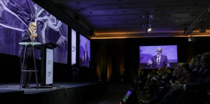 """""""No han sido tiempos fáciles"""", dijo Valdés, al comenzar su intervención en el seminario """"Turbulencias económicas, sociales y tecnológicas: ¿a qué nos enfrentamos?"""" (Foto: Revista NME)"""