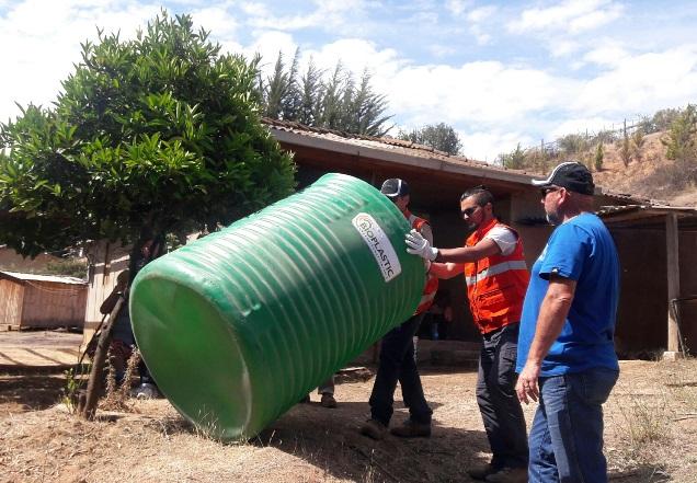 Dos días estuvieron los trabajadores de Metso, recorriendo la comuna de Paredones y sus alrededores, para entregar al ayuda. (Foto: Metso)